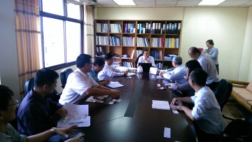 The Taiwan delegation introduces the instructors to IREP during the Nov. 3rd visit. The instructors of the delegation include experts on solar energy application, efficient lighting technology, smart grid and energy management systems.
