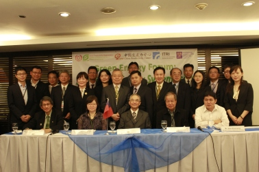 Members of the Taiwan delegation, including public office experts, private think-tank researchers and industry representatives, take part in the Green Energy Forum.