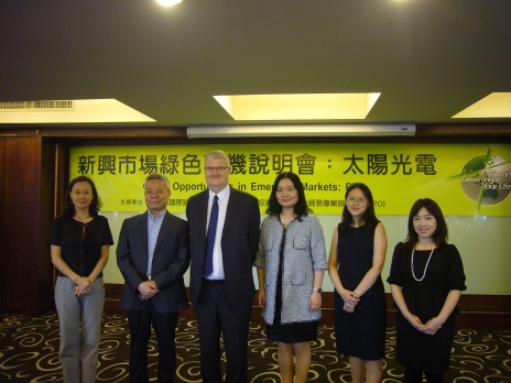 From left to right: Ms. Michele Decaux-Wang, Director of the Belgian Office in Taipei; Mr. Tom Wu, Principal Engineer of ITRI; Mr. David Brown, Head of UK Trade and Investment Division of the British Trade and Cultural Office; Ms. Karen Ma, Director of Marketing of GTPO; analysts Ms. Joanna Chen and Ms. Pearl Yang of ITRI.